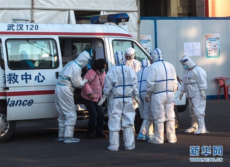 武汉体育中心方舱医院开始收治首批患者