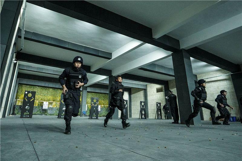 浦东特警开展春季大练兵 双线开训选拔突击尖兵