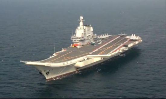 国产航母山东舰最新画面曝光 甲板上出现7架歼15舰载机