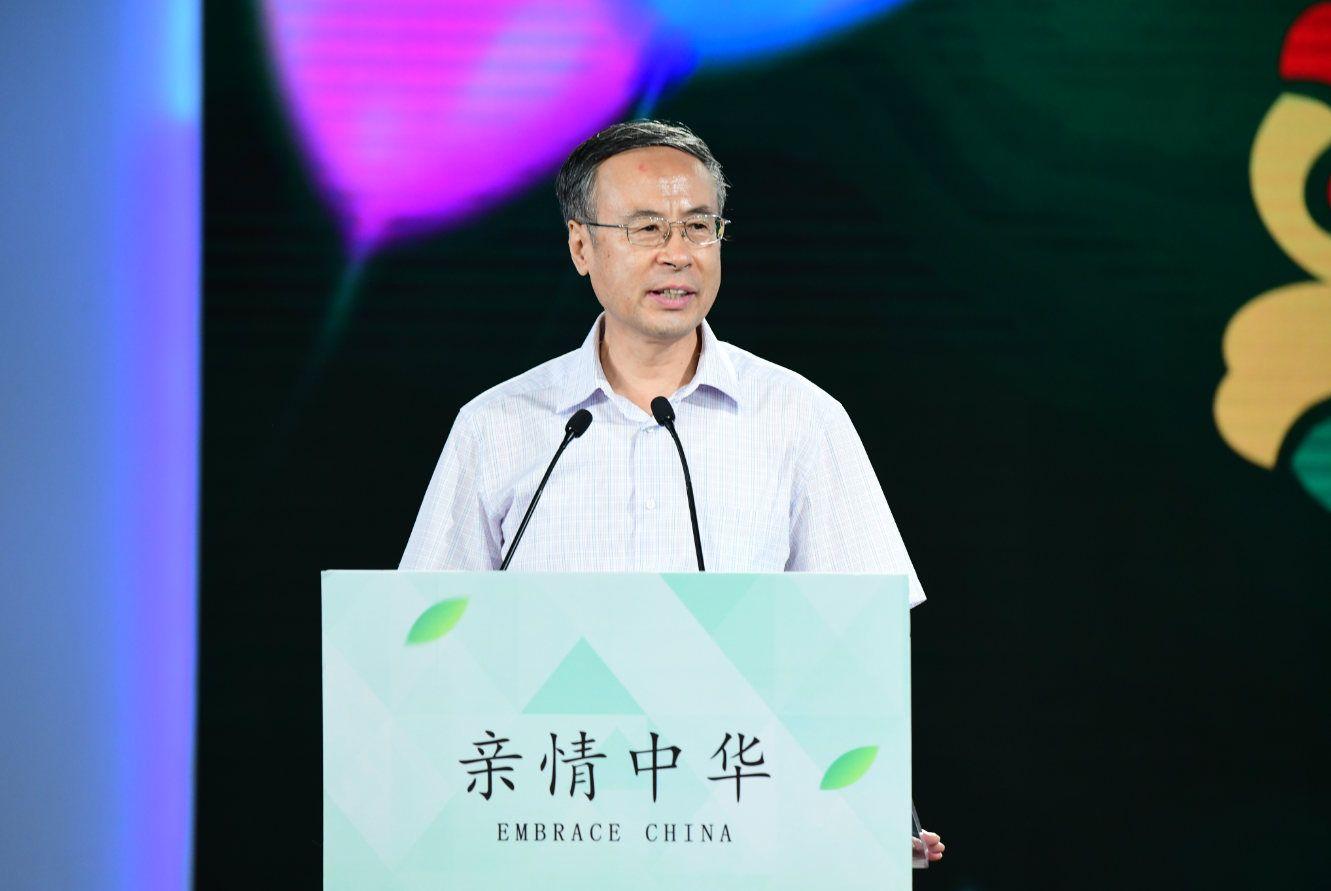 中国侨联主席万立骏:传承和弘扬中华文化 海外青少年肩负重要责任