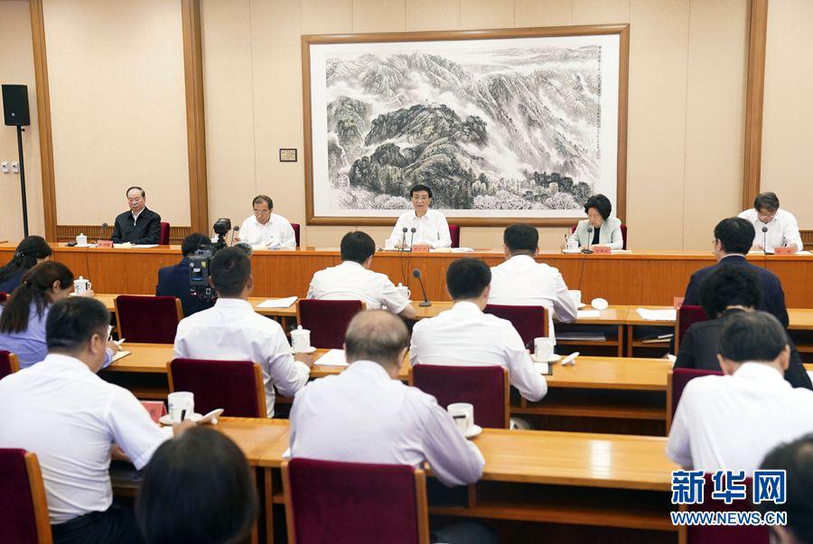 王沪宁在疫情防控工作优秀党员和优秀基层干部座谈会上强调 大力弘扬伟大抗疫精神 在新征程上当先锋建新功