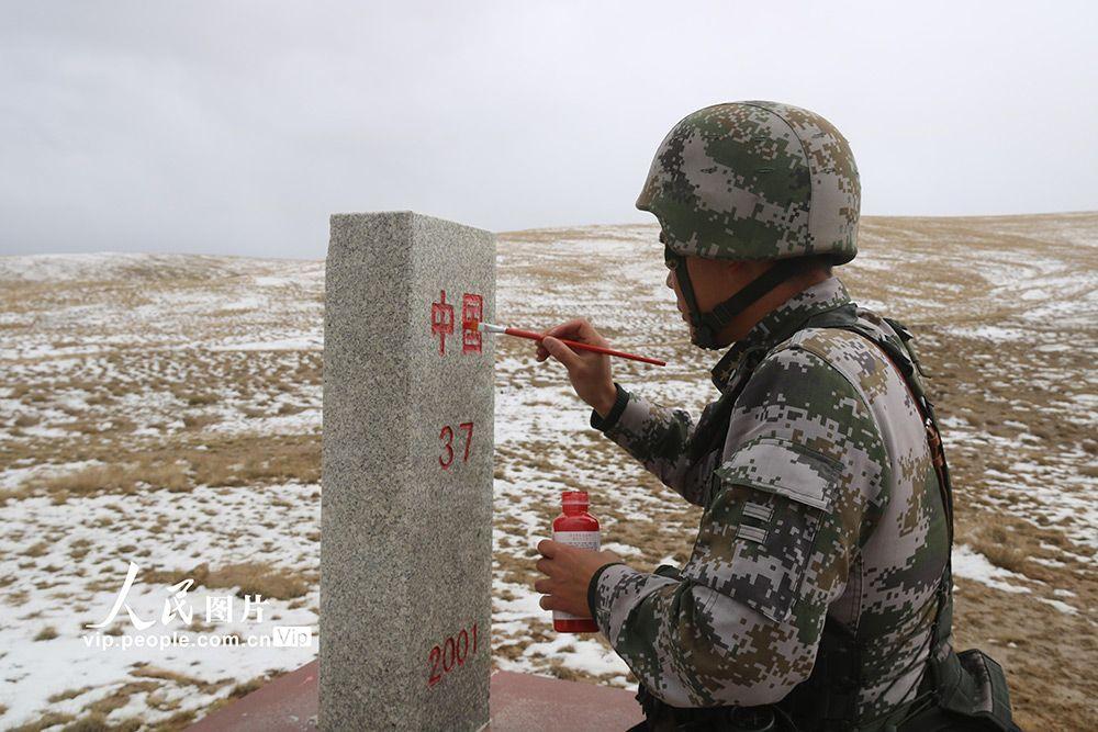 新疆边防:踏雪巡逻祖国边防线