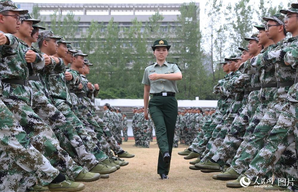 湖南衡阳:教官是位兵姐姐