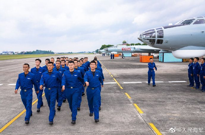 海军轰六战机昼夜巡航南海,检验部队全天候作战能力