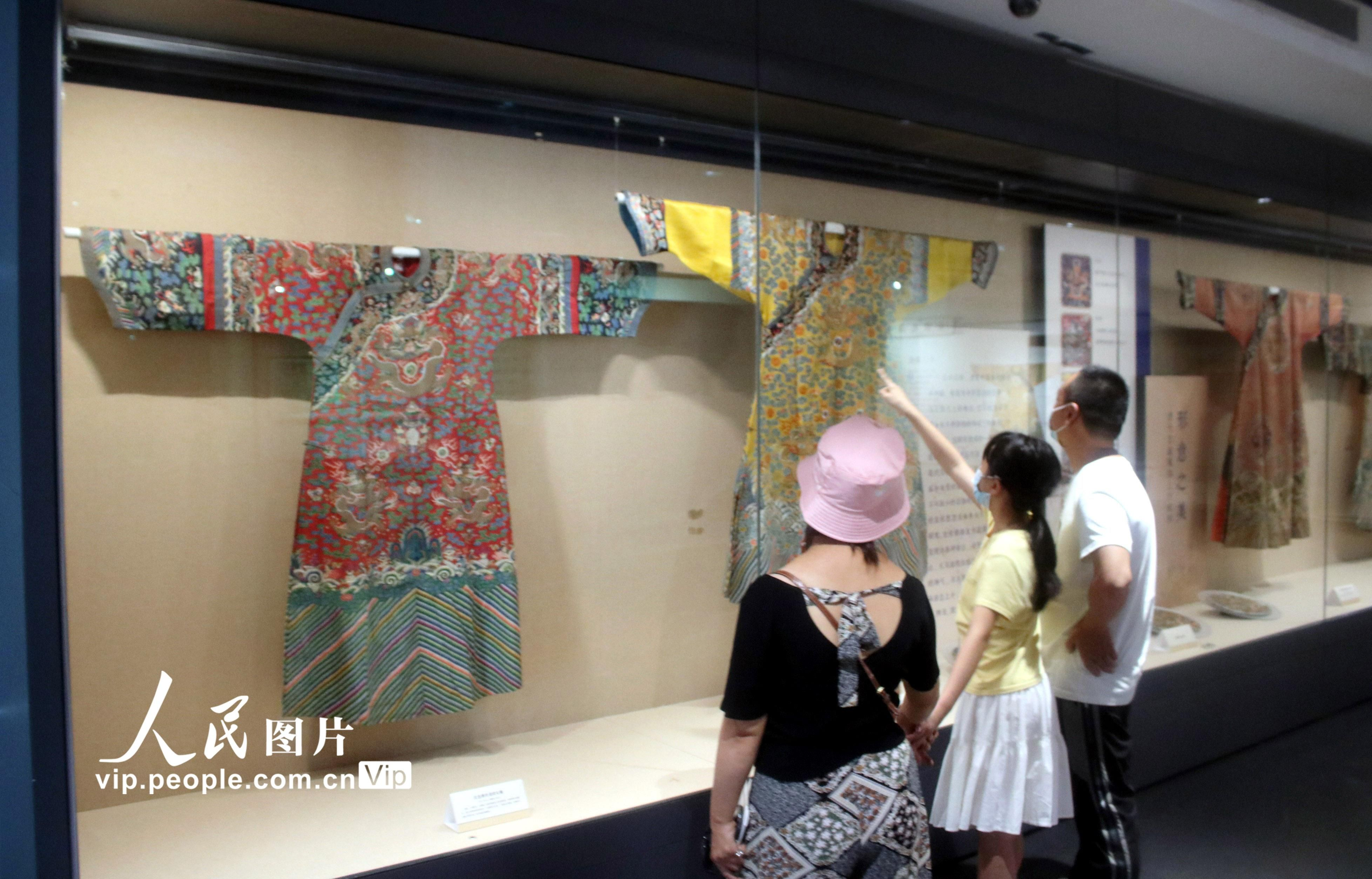 30余件(套)清代宫廷服饰在江苏苏州丝绸博物馆展出【3】
