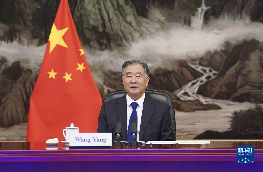 汪洋会见越南祖国阵线中央委员会主席杜文战
