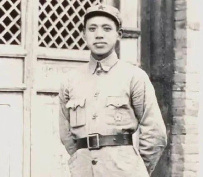 毛泽东用二十几下板子救这位开国上将一命