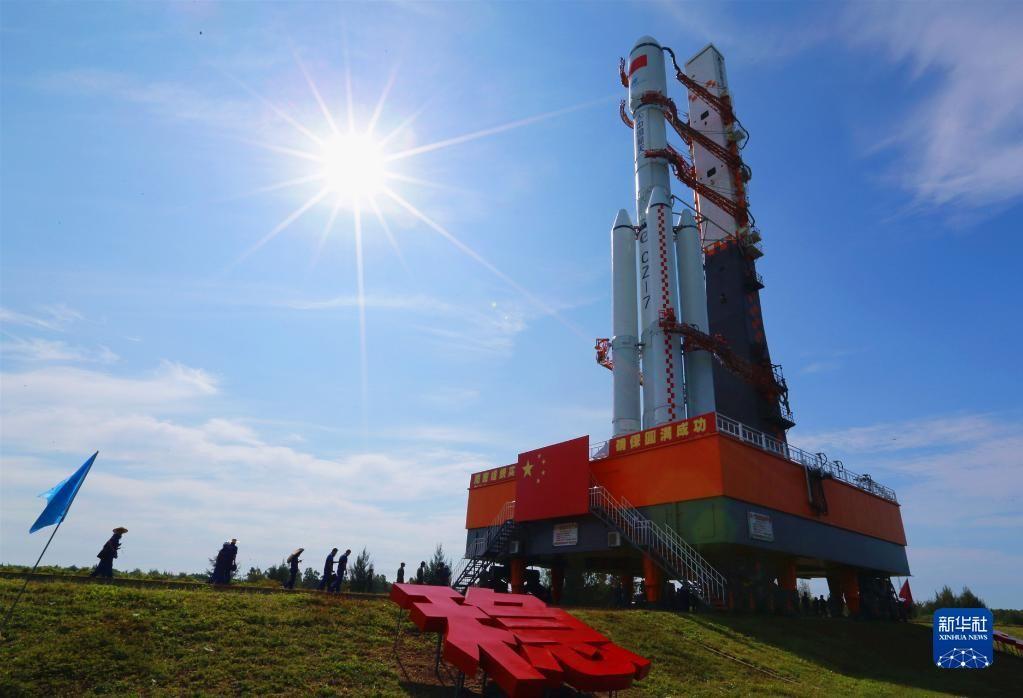 新华全媒+丨天舟三号货运飞船近日择机发射 船箭组合体垂直转运至发射区